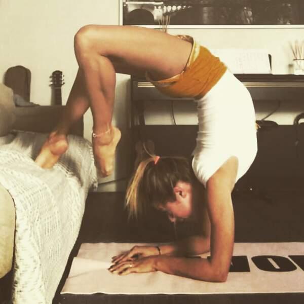 Elle apprécie aussi particulièrement les postures de yoga complexes