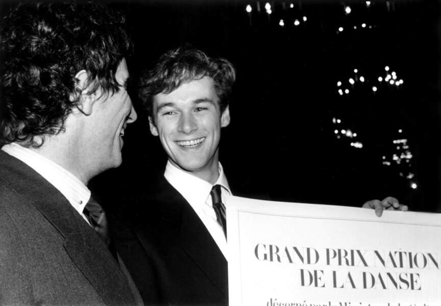 Il reçoit la même année le Grand prix national de la Danse à Paris, à ses côtés Jack Lang, ministre de la Culture de l'époque