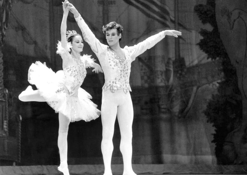 Il danse avec Noëlla Pontois en 1982 dans le ballet Casse-Noisette