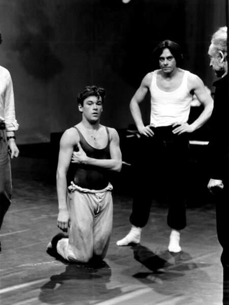 Sous la direction du chorégraphe John Neumeier il danse dans le ballet Petrouchka en 1982 qui sera diffusé à la télévision