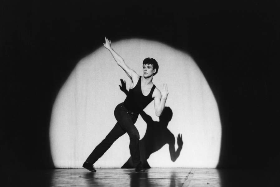 Patrick Dupond sur scène en 1985 pour l'émission Le Grand Echiquier