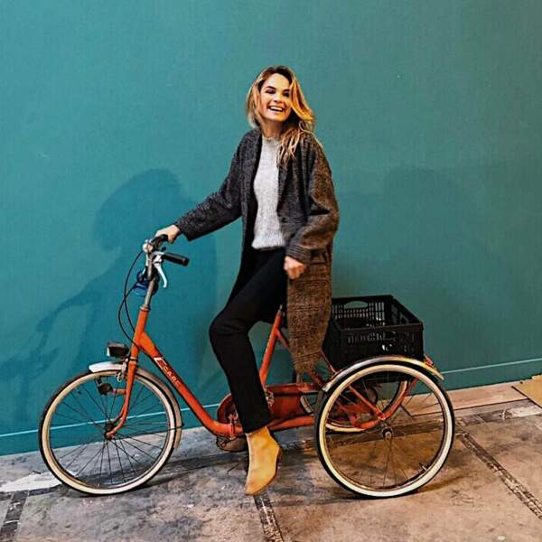 Ou à vélo, la comédienne connaît les studios de Vendargues comme sa poche