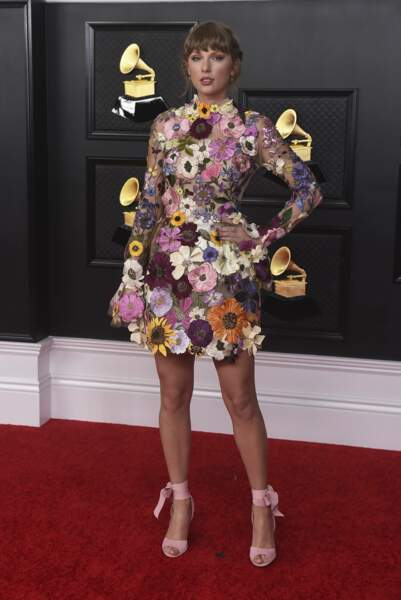 Tenue super fleurie pour Taylor Swift.