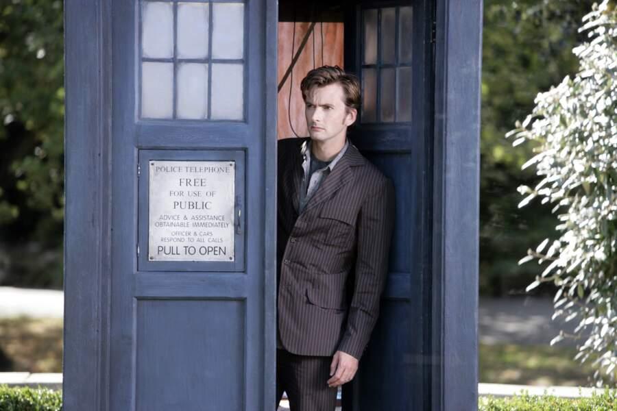 Mais c'est en enfilant le costume du dixième docteur dans la série de science-fiction culte Doctor Who que David Tennant se fait connaître du grand public.