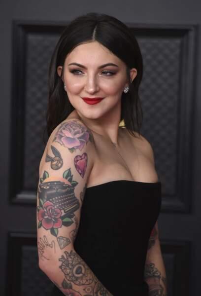 Julia Michaels, elle, a dévoilé ses nombreux tatouages dans une robe bustier.