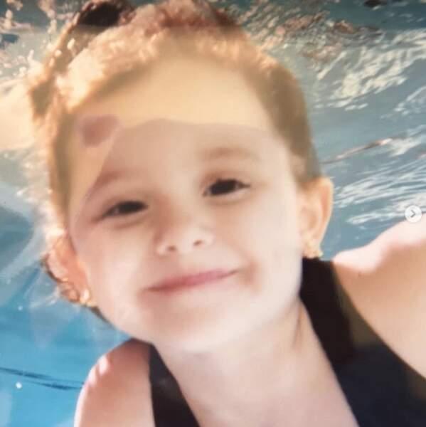 Mais qui est cette adorable fillette ? C'est Ariana Grande enfant.