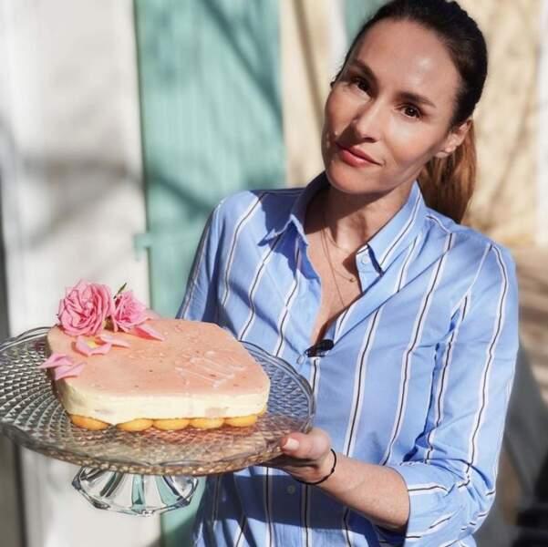 Allez, on vous laisse : on doit aller goûter ce merveilleux gâteau rose-litchi préparé par Vanessa Demouy.