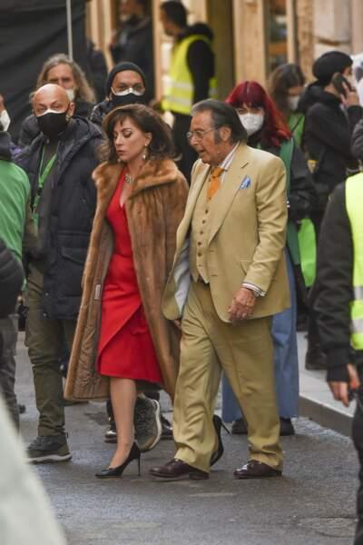 Lady Gaga en fourrure au côté d'Al Pacino
