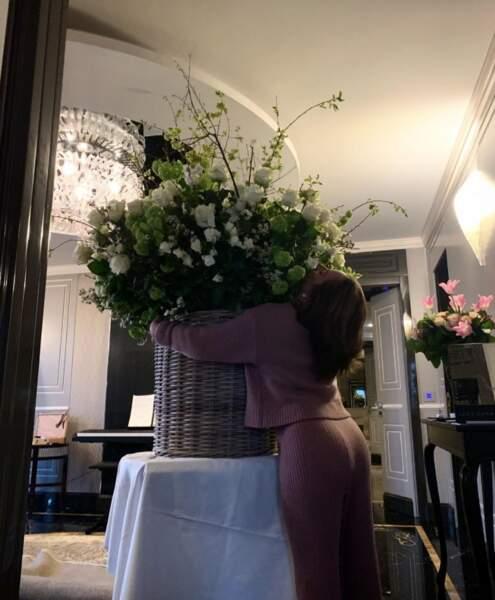 Bon c'est pas tout ça mais on doit aider Lady Gaga à arroser ses 5873 roses d'anniversaire.