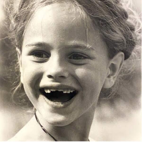 ... elle n'hésitait pas à afficher un joli sourire durant son enfance