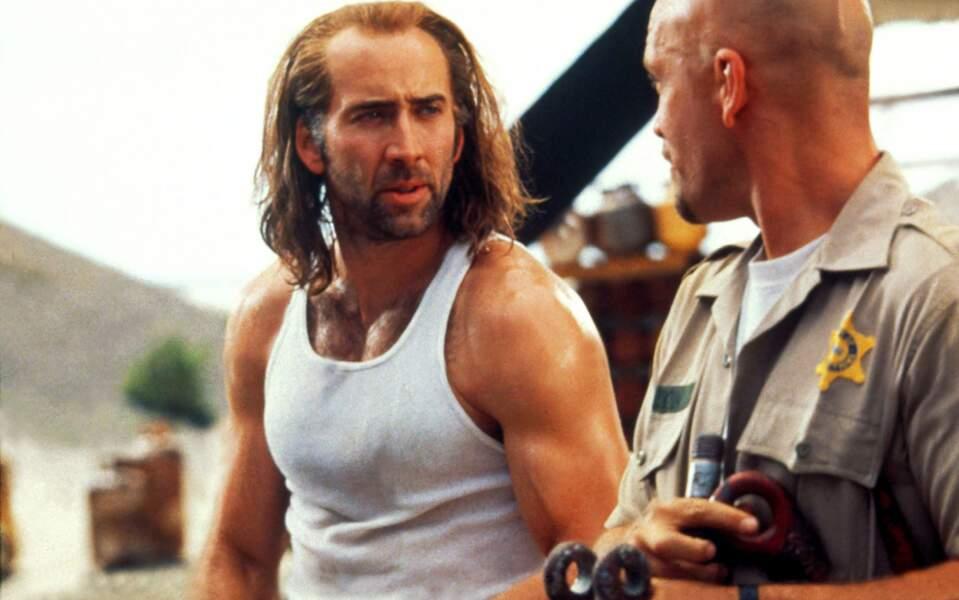 Marcel blanc façon Bruce Willis et cheveux longs...
