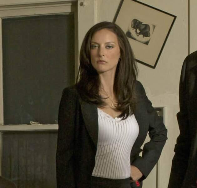 Vous souvenez-vous du personnage d'Ellie Greenaway, partie dans la saison 2, et jouée par l'actrice Lola Glaudini ?