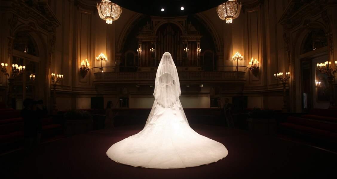 Quelques mois après son mariage, la robe de mariée de Kate est exposée au palais de Buckingham