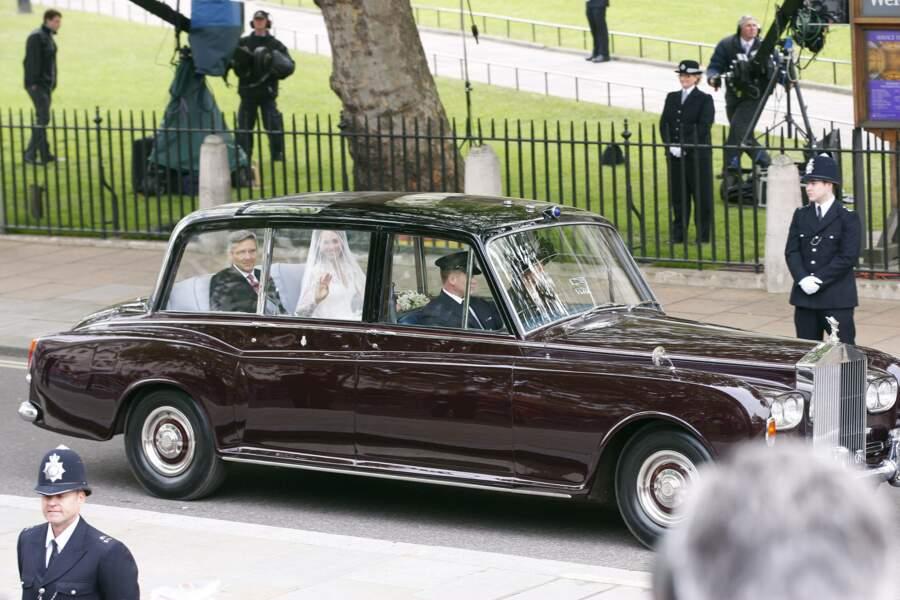 Puis c'est au tour de Kate Middleton de se rendre à Westminster à bord d'une Bentley royale, accompagnée comme il se doit par son père Michael