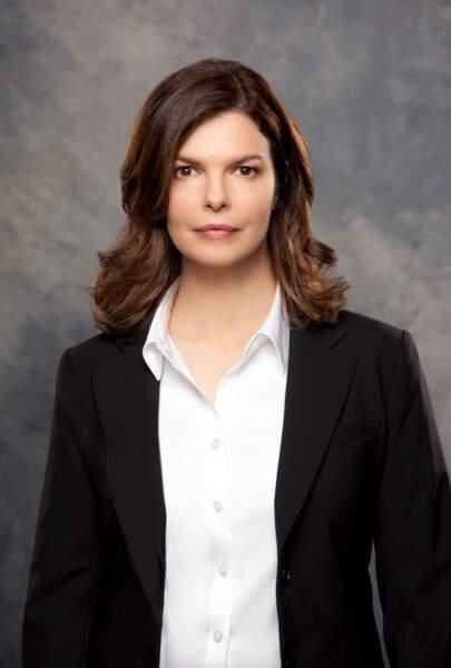 Jeanne Tripplehorn (l'agent Alex Blake) a mis du temps à rebondir après son départ de la série en saison 9. Elle était au casting de la mini-série Mrs. America.