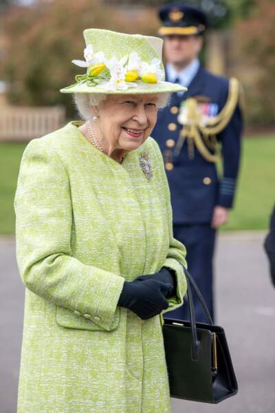 Souvent habillée en vert, Elisabeth est toujours souriante lors des commémorations (Runnymede, le 31 mars 2021)