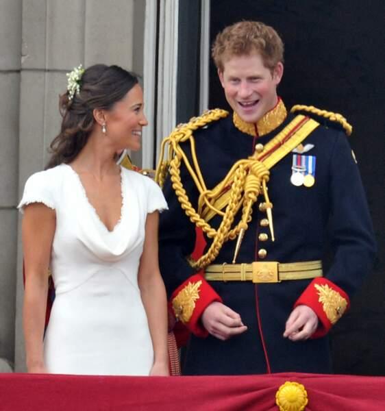 """Témoins des mariés, Pippa et Harry, ne cachent pas leur complicité... un peu trop """"shocking"""" pour certains observateurs ?!"""