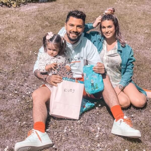 Kevin Guedj et Carla Moreau fêtent Pâques avec leur petite Ruby