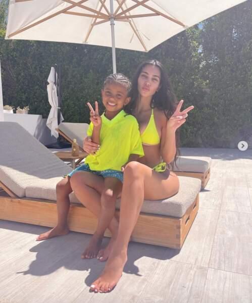 Deux Kardashian avec leurs petits choux : Kim et Saint.
