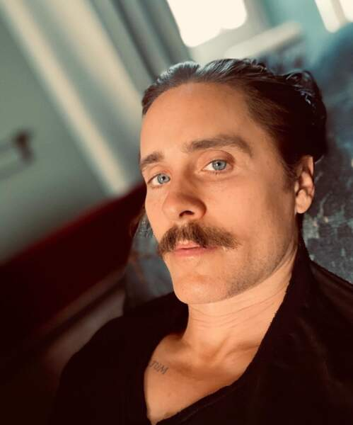 Moustache pour Jared Leto.