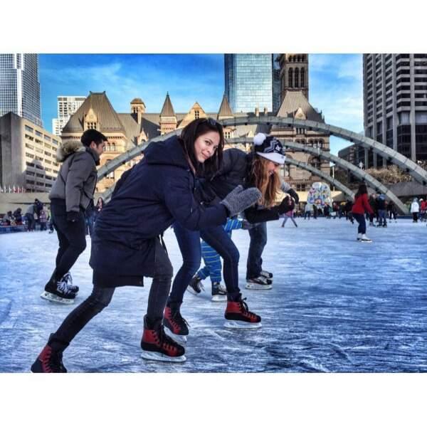 Grâce à son Instagram, on apprend aussi qu'elle aime faire du patin à glace