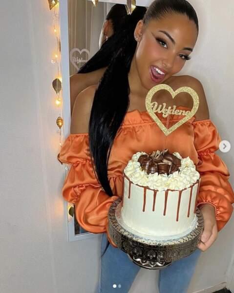 On espère qu'elle aura un aussi gros gâteau que celui-ci à cette occasion.