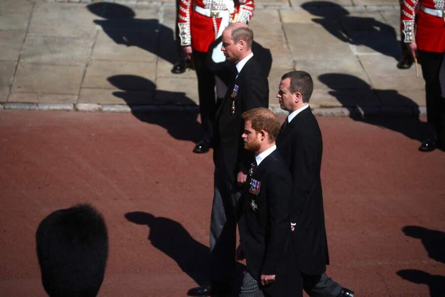 Les princes William et Harry derrière le cercueil du prince Philip