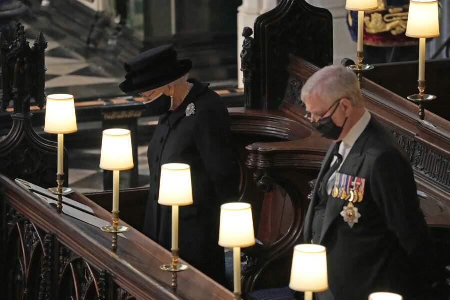 La reine Elizabeth II se recueille