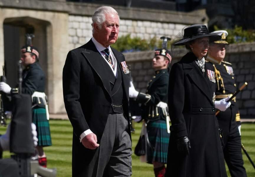 Le prince Charles arrive à la chapelle St Georges