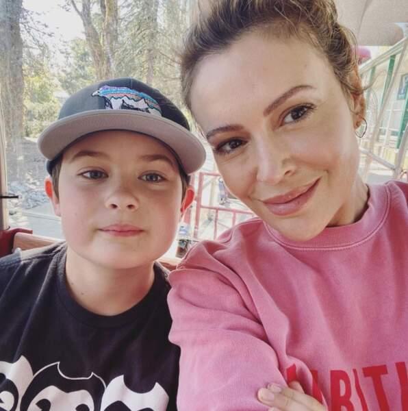 Selfie mère-fils pour Alyssa Milano et Milo.