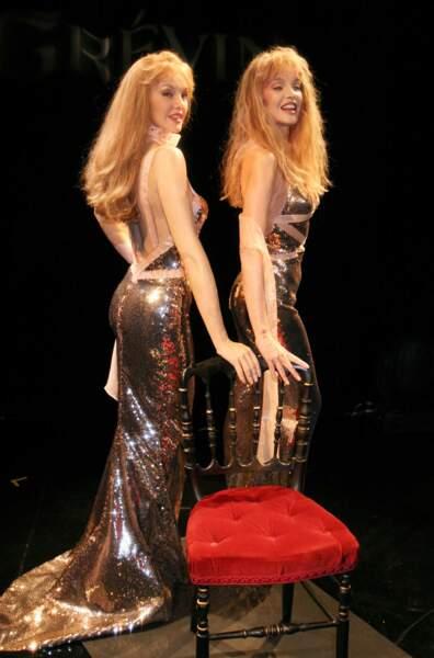 Elle a même eu droit à son double au Musée Grévin, dès 2007. Alors, où est la véritable Arielle Dombasle ?