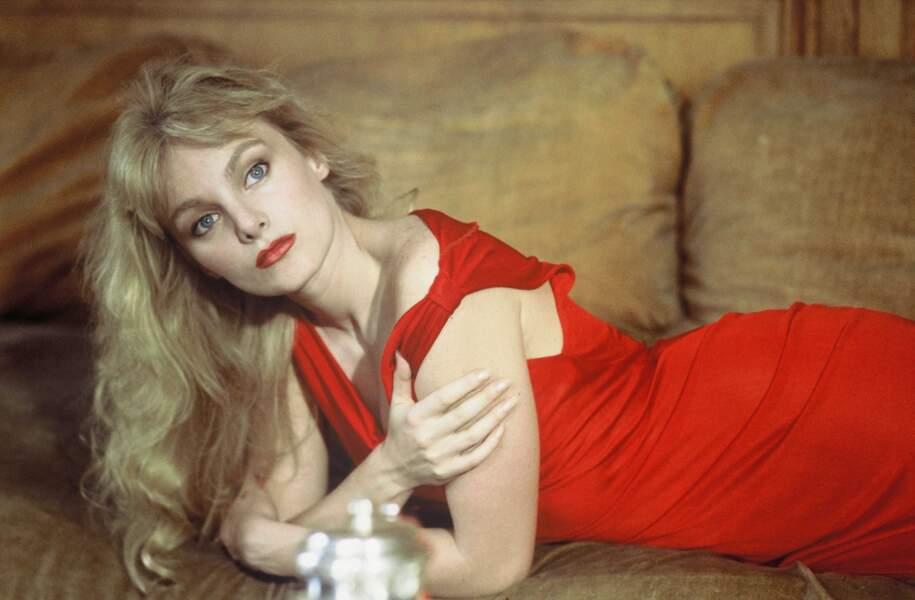 Divine en rouge en 1983.