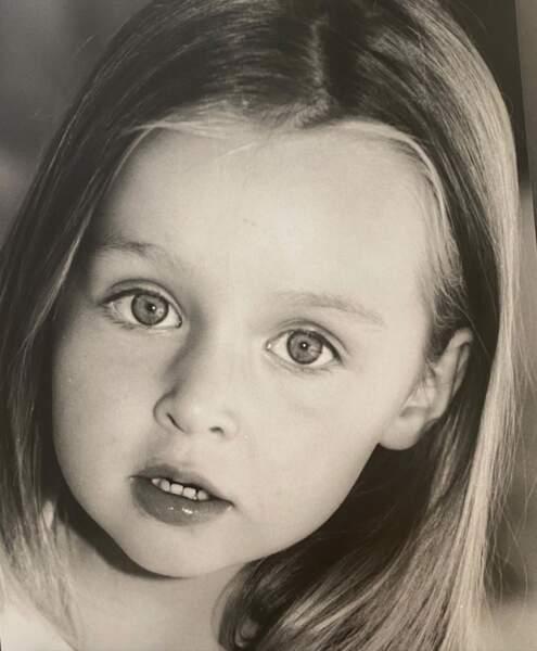 Emma Smet en noir et blanc.