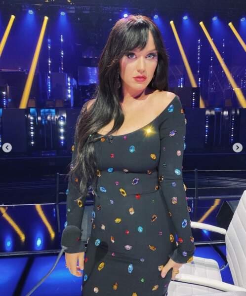 ... tandis que Katy Perry, maman depuis août, a montré sa superbe silhouette dans une robe très moulante.