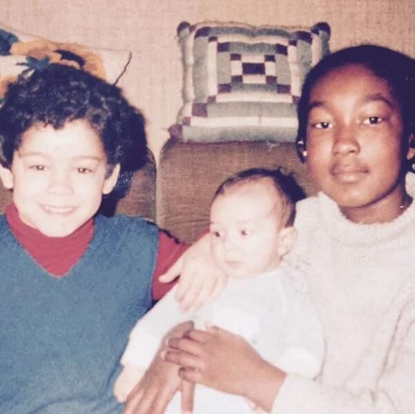 Vous la reconnaissez ? C'est Nadège Beausson-Diagne, en compagnie de ses petits frères.