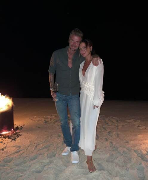 On commence ce diapo par ce joli souvenir du 47e anniversaire de Victoria Beckham, bien accompagnée de son mari David.