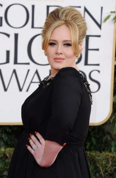Choucroute et longues robes de gala : Adele se la joue rétro et diva sur les tapis rouges.