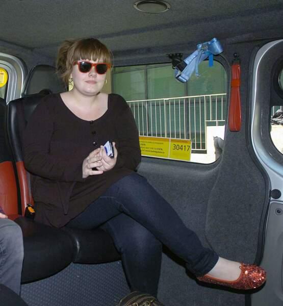 La voici en 2008. Ballerines et jean : Adele est une jeune britannique de 20 ans comme les autres !