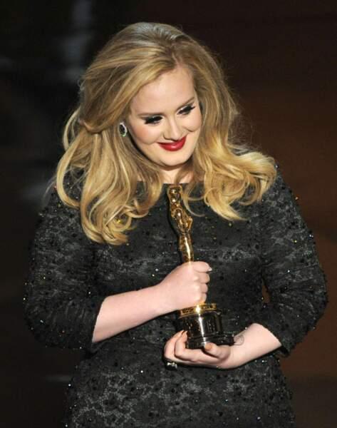 Ce qui lui vaudra même de chanter le titre du film Skyfall, de la saga James Bond, et d'être récompensée d'un Oscar en 2013.