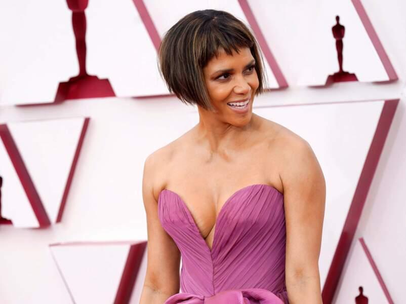 Halle Berry fait sensation avec sa coupe courte