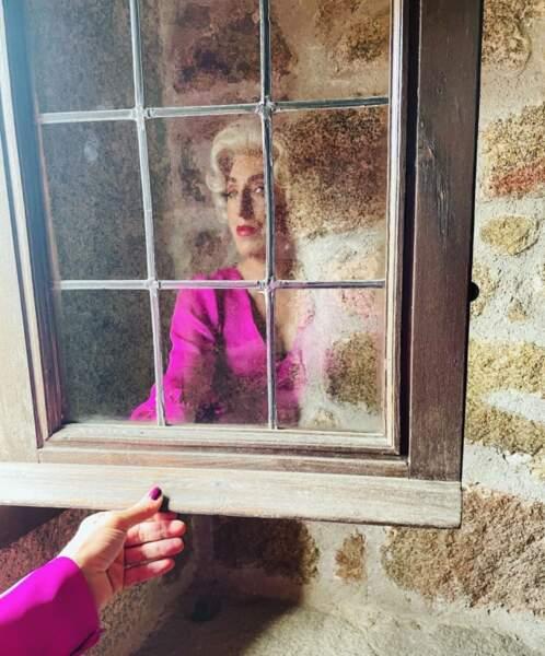 Rossy de Palma voit la vie en blonde pour un nouveau rôle pour Netflix.