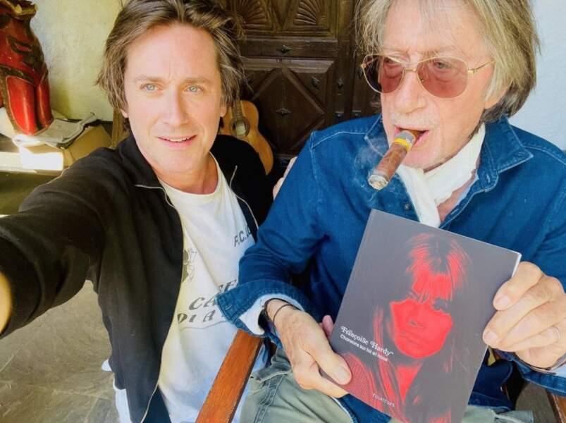 Jacques Dutronc et son fils Thomas ont fait un peu de promo pour le livre de Françoise Hardy, Chansons sur toi et nous.