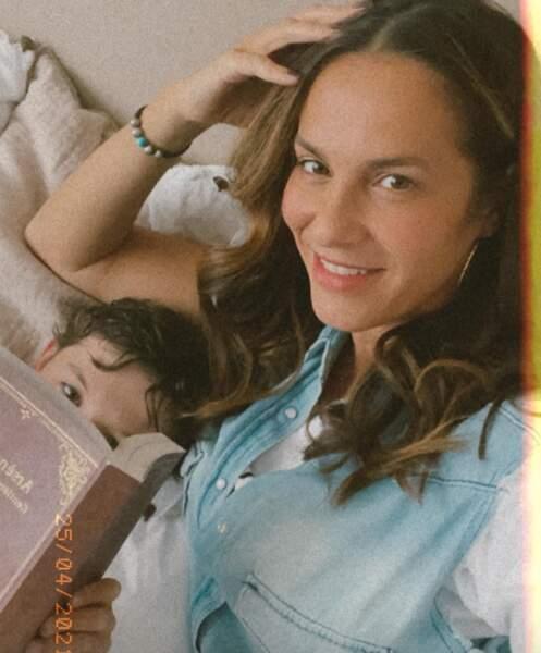 Selfie mère-fils pour Elisa Tovati et Léo.