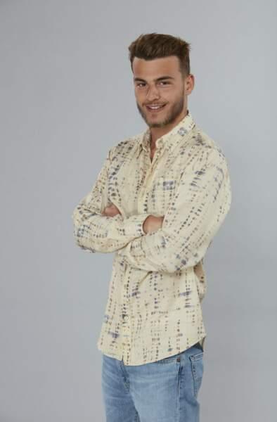 Simon Castaldi, le fils de Benjamin, vu dans Les Princes de l'amour 8 participera également à Objectif Reste du Monde