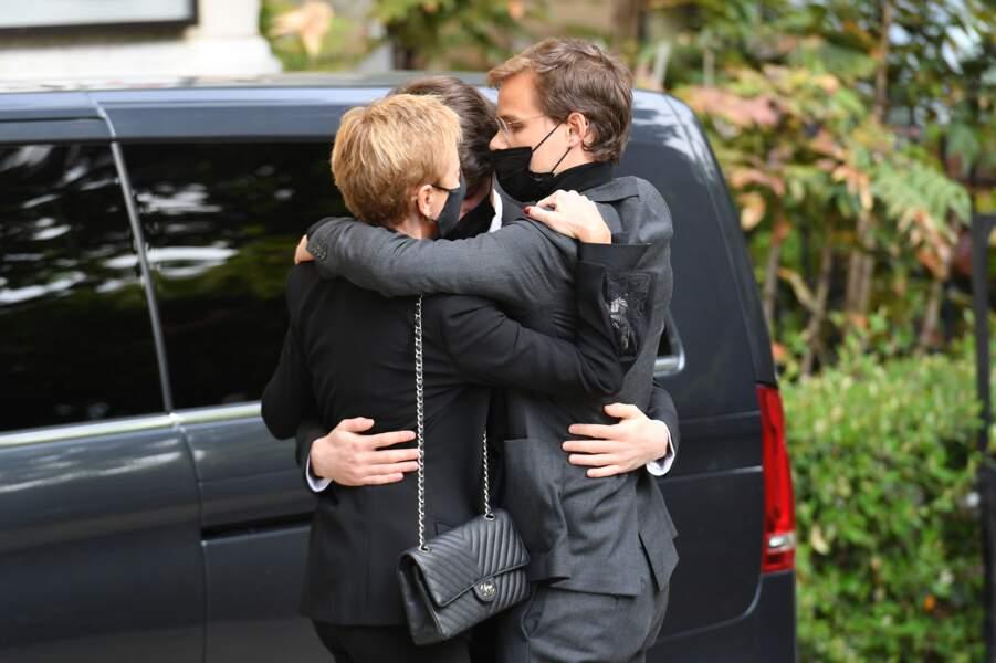 Karin Rénier entourée de ses fils Jules et Oscar Rénier