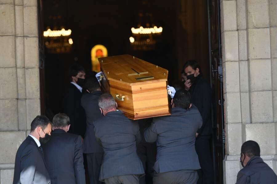 Le cercueil d'Yves Rénier
