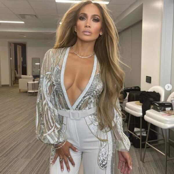 Jennifer Lopez était juste divine dans les coulisses du concert Vax Live.