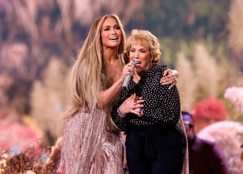 Et elle a même chanté sur scène avec sa maman, Guadalupe.