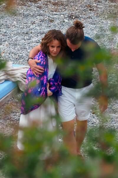 La série tourne aussi à Saint-Jean-Cap-Ferrat, où l'actrice Philippine Leroy-Beaulieu a filmé plusieurs scènes