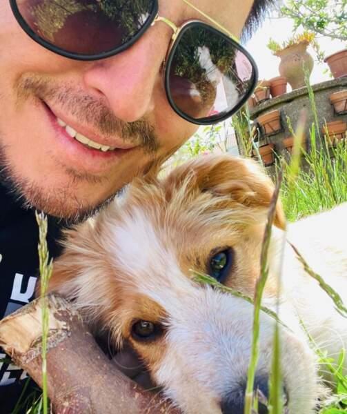 Selfie maître et chien pour Vincent Niclo et Scotty.